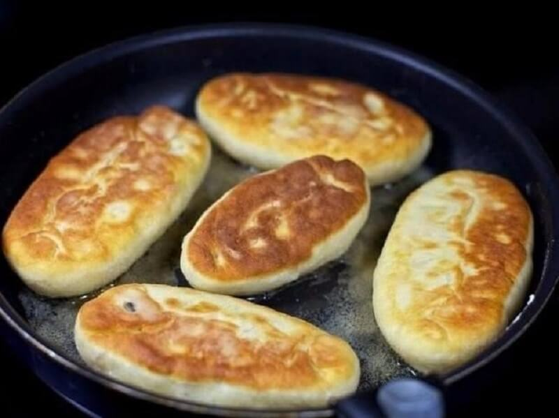 Быстрые пирожки на кефире с яйцом и луком — готовятся моментально!