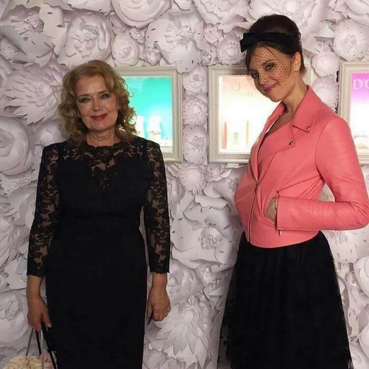 Ксения Алферова показала «честное» фото с матерью